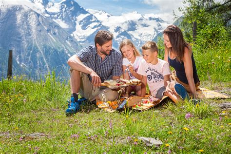 Picnic Family by Familien Picknick Am Maiskogel Pressebild Zell Am See