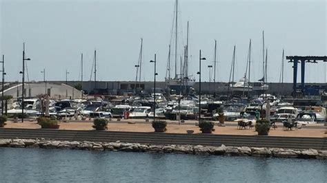 capitaneria di porto salerno salerno scontro tra barche un morto e un ferito