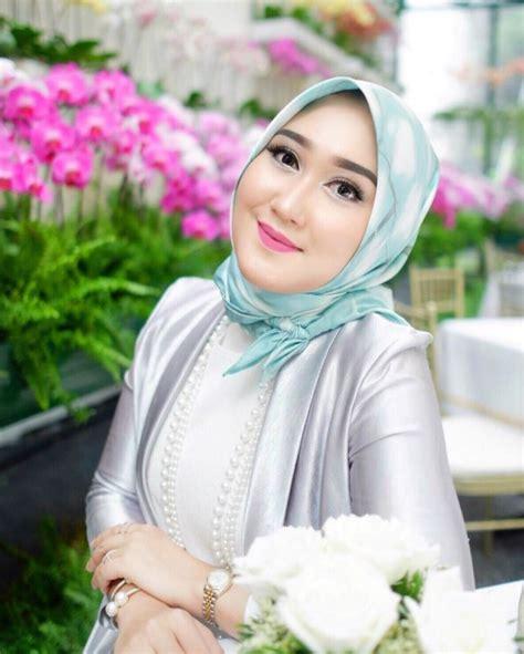 Lipstik Wardah Warna Pastel 5 mix and match warna lipstik dengan makin menawan dan santun dilihat