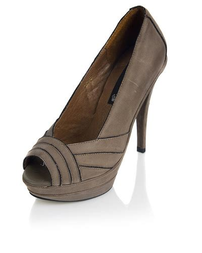 We All Like The Peep Toe But How Bout The Peep Toe Knuckle Introducing Givenchy Cutouts by Comprar Peep Toes En We Like Fashion