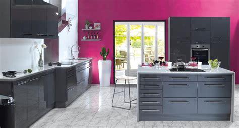 Formidable Couleur Peinture Tendance Salon #7: decoration-cuisine-couleur-framboise-1.jpg