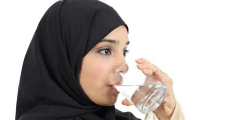 Menjadi Cantik Dlm 2 Minggu Dgn Air Putih Yoo Taiwoo minum air putih bantu turunkan berat badan co id