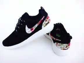 nike flower shoes 25 best ideas about floral nikes on nike