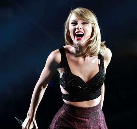 taylor swift tour atlanta taylor swift and tove lo performs at the 1989 world tour