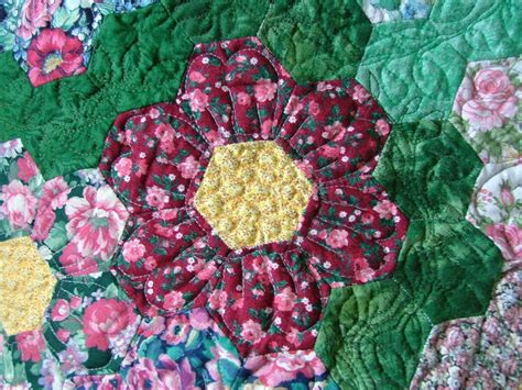 Patchwork Flowers - dilys the quilt april 2010
