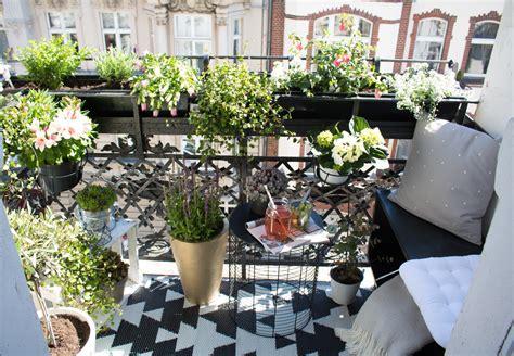 mini balkon mini oase die zweite kleiner stadtbalkon pretty