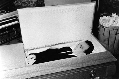 celebrity casket photos photos of dead celebritys in casket