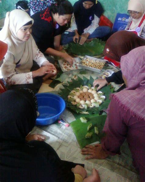 kelas bkr latihan bersama membuat aneka kue tampah