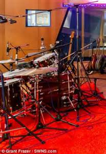 contents of studio where band aid recorded do they know it