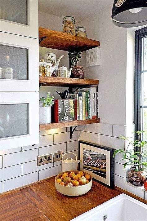 Small Kitchen Shelving Ideas Consigli Per Mensole Shabby Chic In Legno Arredamento Provenzale
