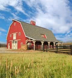 gambrel roof barns best 25 gambrel ideas on pinterest gambrel barn