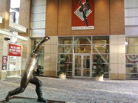johnny bench statue 1000 images about johnny bench on pinterest cincinnati