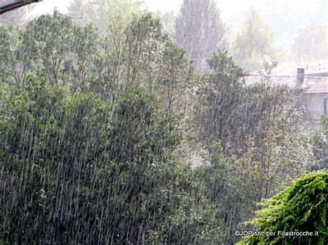 cade la pioggia testo la pioggia cade i testi della tradizione di filastrocche it