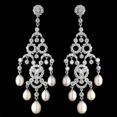 dramatiknya trend quot chandeliar earrings quot cara gayakan