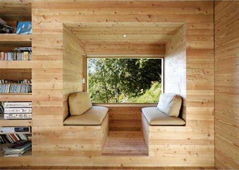finestra con seduta bay windows e sotto la finestra una seduta ideare casa