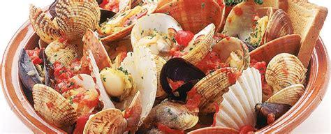 come cucinare i frutti di mare preparare la zuppa ai frutti di mare sale pepe