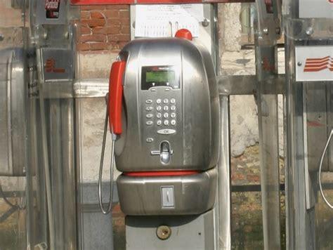 cabine telefoniche pubbliche telecom toglie tre cabine telefoniche dal comune costi