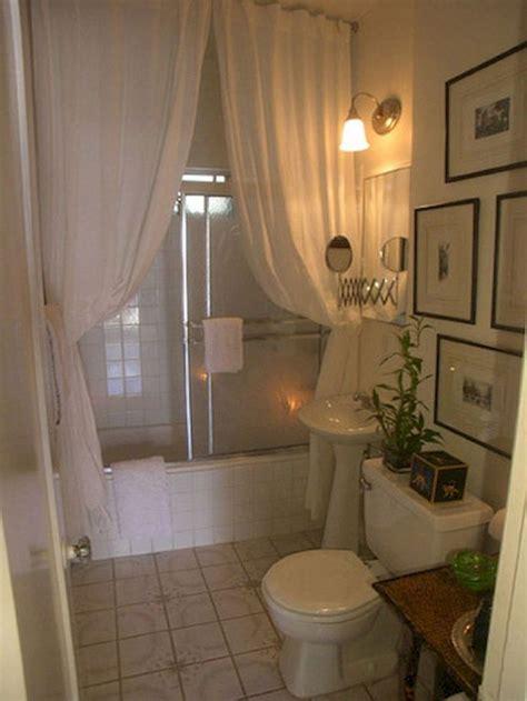 Bathroom Ideas For Apartments by Best 25 Small Apartment Bathrooms Ideas On