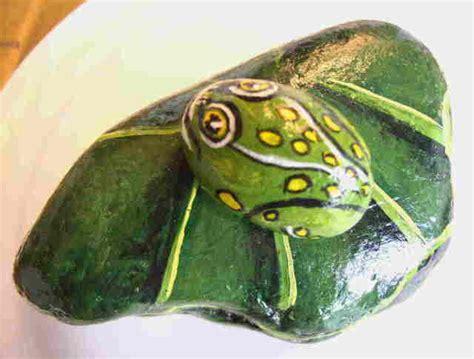 Pet Rock Frog yessy gt bev chudey gt pet rocks misc gt frog on lilly pad 2