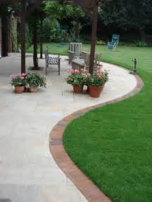 Patio Edging by The 25 Best Ideas About Brick Garden Edging On Pinterest