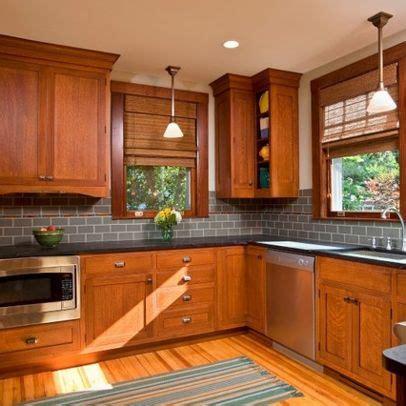 kitchen backsplash with oak cabinets 1000 ideas about honey oak cabinets on pinterest oak