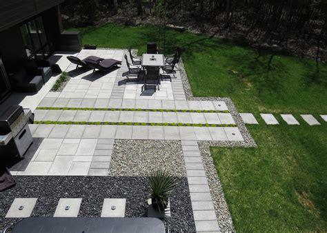 Aménagement D Un Talus by Massif Paysager Moderne Amenagement Jardin Moderne Avec
