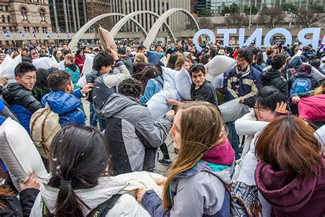 Pillow Fight Toronto by 17 Photos Of At Toronto S Annual Pillow Fight