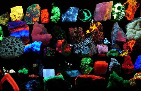 glow in the paint mexico fluorescent minerals and rocks they glow uv light