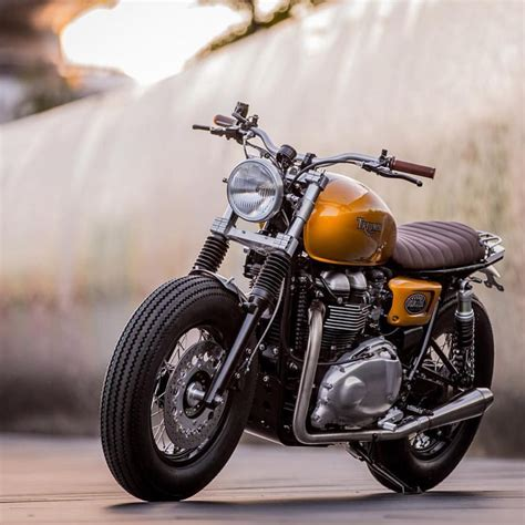 Triumph Motorrad Instagram by A Triumph Thruxton Built By Downandoutcaferacers Just In