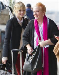 emma stone dad emma stone and her strawberry blonde mother krista flash