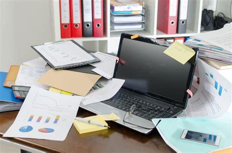 scrivania ordinata come avere una scrivania ordinata non sprecare