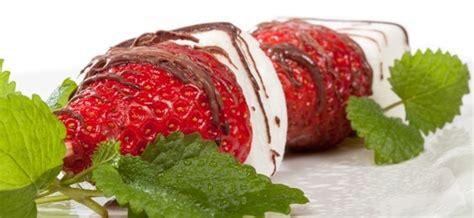 brocheta de fresas y frambuesas alpura calidad alpura confianza pura