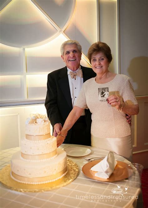 Timeless and Treasured Portrait Photography: Mr & Mrs
