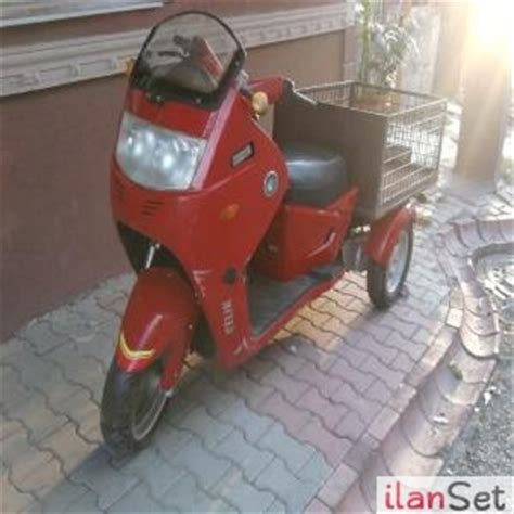 arkasi kasali  tekerlekli motor motosiklet skooter