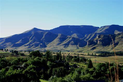 Gambar Pegunungan gambar pemandangan gunung lembah pegunungan hijau