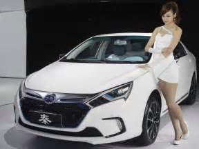 Electric Car China Warren Buffett China S Byd Takes Aim At Tesla In Battery Business Insider