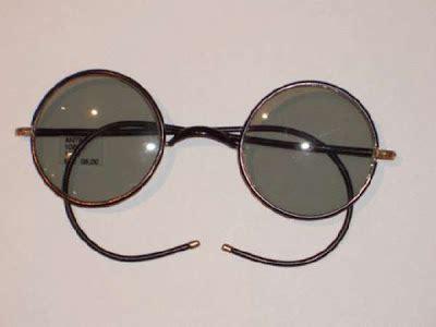 an elephant a day: elephant no. 341: sunglasses