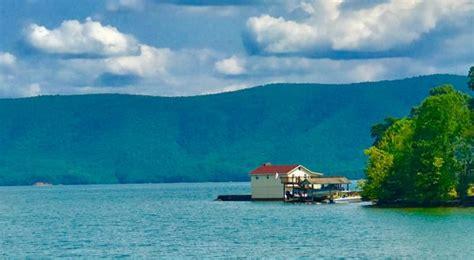 boat rentals smith mountain lake bernard s landing bernards vacation condos home rentals smith mountain lake