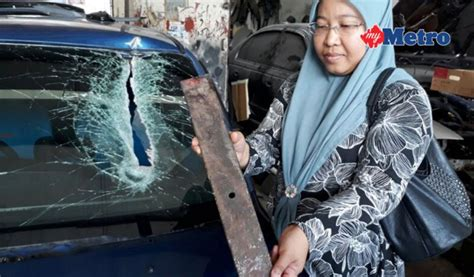 Cermin Lori dalam negara besi jatuh dari lori tembus cermin depan