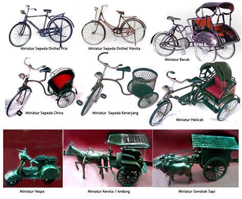 Miniatur Sepeda Onthel Pria Ukuran Kecil Miniatur Sepeda Jawa Cowo Souvenir Miniatur Kendaraan Tradisional Geraisouvenir