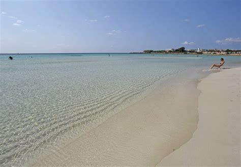 sulla spiaggia puglia le 15 spiagge pi 249 della puglia