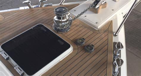 Gfk Yacht Polieren by Teak Schleifen Ybs Yacht Und Bootsservice Golm