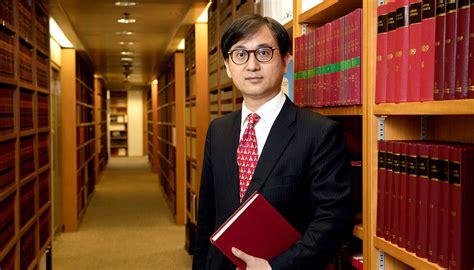 barrister  prepares prepares  preparessenior counsel william wong raises  bar