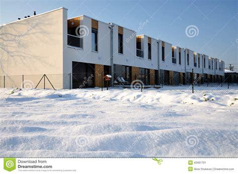 terrazze moderne a terrazze moderne della famiglia con un balcone
