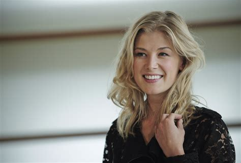 wallpaper gone girl rosamund pike wallpapers high resolution and quality download