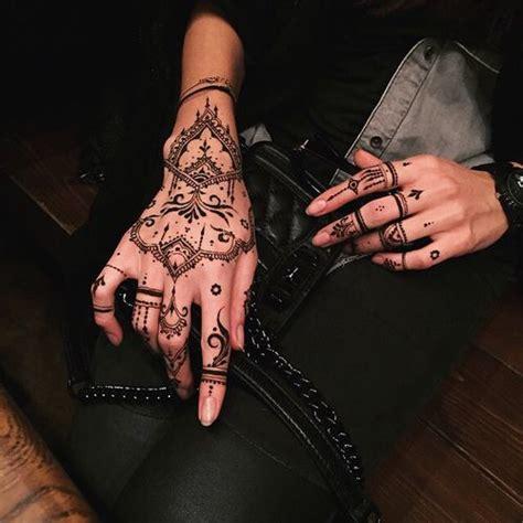 tattoo mandala en la mano las 25 mejores ideas sobre tatuajes de mano de henna en