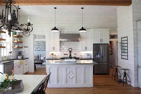 joanna gaines farmhouse chip and joanna gaines fixer home tour in waco today