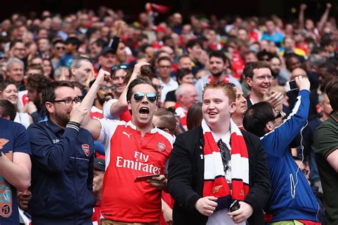 arsenal fans chelsea and arsenal fans unite to celebrate tottenham s