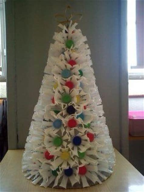 que hacer con material reciclado para navidad arboles