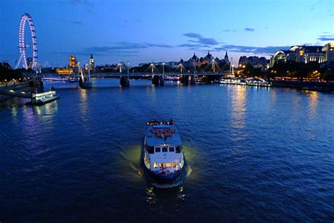thames river cruise drinks ultimate new years eve boat party drinks included